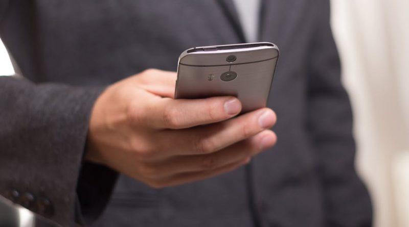 celular telefonia smartphone tecnologia 800x445 - Cancelamento do título: TSE alerta sobre envio de mensagens falsas