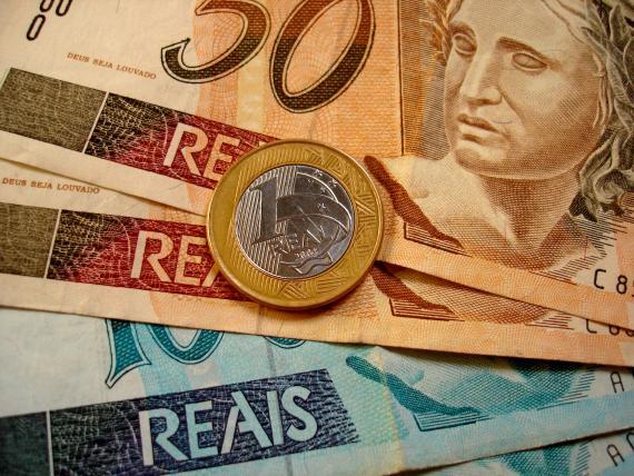 economia Dinheiro dívidas Cedulas Notas pagamentos - Liberado pagamento do abono salarial para nascidos em agosto