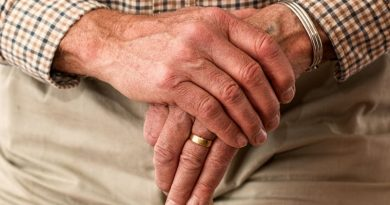 free image idoso homem aposentado 390x205 - Curso gratuito para cuidadores de pessoas com Alzheimer