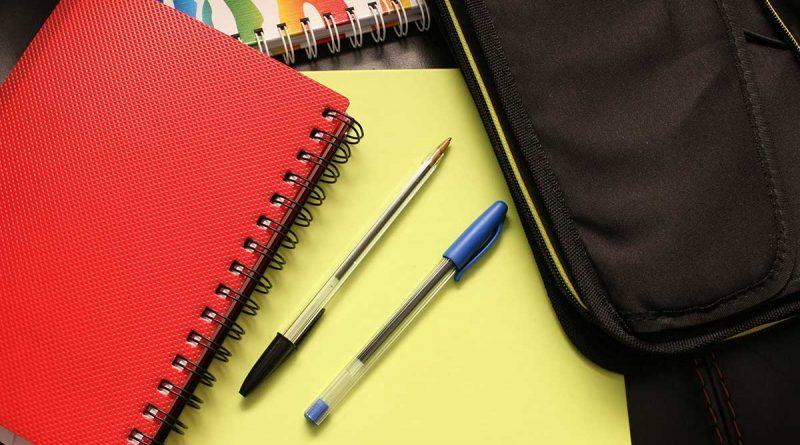 free image caderno papelaria caneta material escolar estudante 800x445 - MEC pretende implantar mais de 100 escolas cívico-militares até 2023