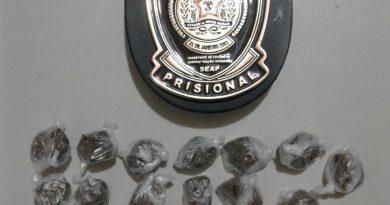 buchas maconha mulher 390x205 - Mulher é presa ao tentar entrar com drogas em penitenciária