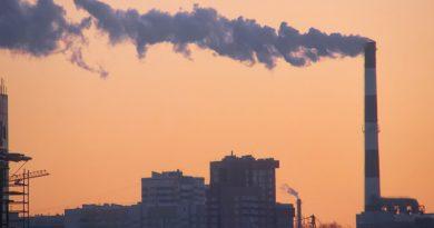foto free empresa fumaça poluicao industria 390x205 - Indústria recupera perdas com greve dos caminhoneiros