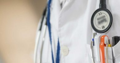 foto free medico doutor medicina hospital 390x205 - PJF abre inscrições de para contratação de médicos e auxiliar de enfermagem