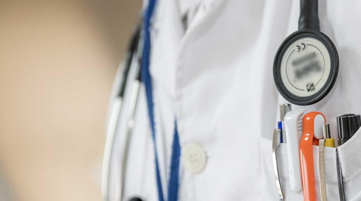 foto free medico doutor medicina hospital - Cesama abre concurso para médico