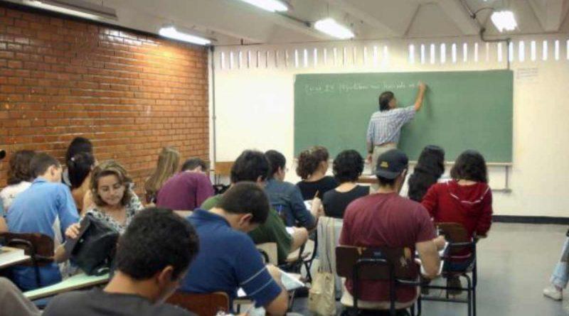 foto encceja educacao escola adulto 800x445 - Colégio João XXIII sorteia vagas para educação de jovens e adultos nesta segunda