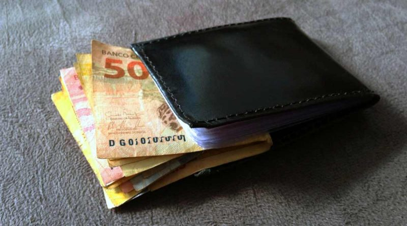 foto marcos alfredo carteira dinheiro salario pagamento economia saque 800x445 - Governo propõe salário mínimo de R$ 1.040 para 2020