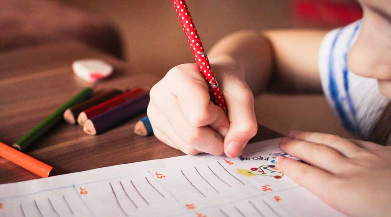 foto free escola educacao crianca caderno educacao - Lei autoriza inclusão de sábados letivos nas escolas municipais