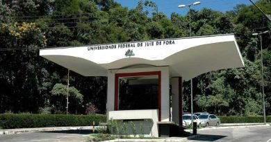 foto ufjf portico sul faculdade 390x205 - Reitor da UFJF avalia impactos após anúncio de corte orçamentário