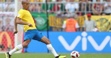 capitao miranda 390x205 - Miranda será o capitão da partida contra Bélgica