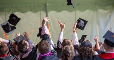 foto free colacao de grau formatura graduacao 390x205 - UFJF faz colação de grau para mais de 1200 alunos