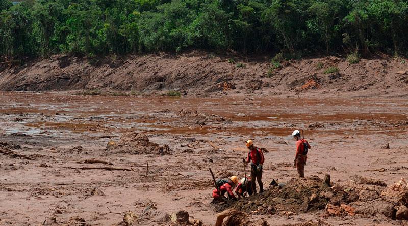 foto bombeiros brumadinho lama - Brumadinho: Número de mortos sobe para 224