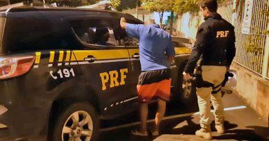 foto prf preso bebado muriae acidente 390x205 - Muriaé: Motorista embriagado é preso após acidente