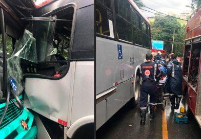 Acidente entre ônibus deixa vários feridos em JF