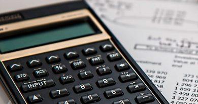 foto economia calculadora matematica educacao 390x205 - UFJF oferece 3 vagas de mestrado acadêmico em Matemática