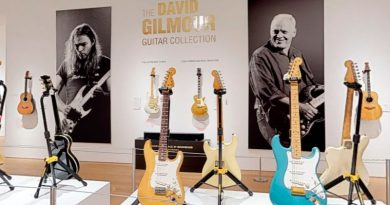 foto david gilmour leilao de guitarras pink floyd guitar 390x205 - David Gilmour: Leilão arrecada mais de 20 milhões de dólares