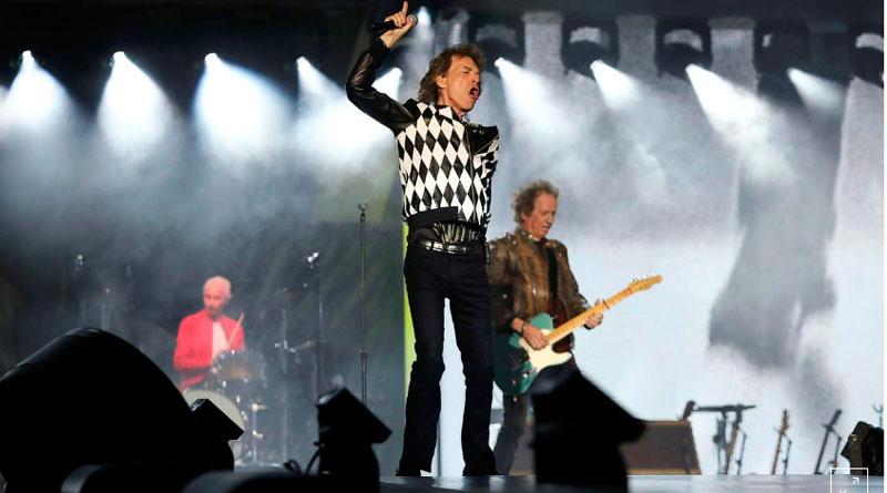 jagger - Pulando: Mick Jagger volta ao palco após cirurgia cardíaca