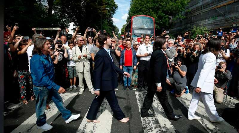fas - 50 anos: Fãs visitam faixa de pedestres eternizada pelos Beatles