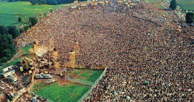 foto assessoeia festival woodstock 390x205 - 500 mil pessoas: Festival de Woodstock completa 50 anos