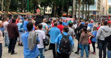 foto sinttro 390x205 - Motoristas de ônibus fazem manifestação na Avenida Rio Branco