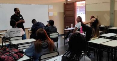 foto agencia minas escola aluno sala de aula 390x205 - Programa de reforço escolar atende mais de 114 mil alunos em Minas