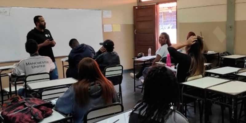 foto agencia minas escola aluno sala de aula 800x401 - Programa de reforço escolar atende mais de 114 mil alunos em Minas