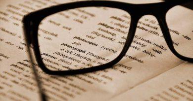 foto free linguas livro estudo 390x205 - UFJF abre edital para mestrado e doutorado em linguística