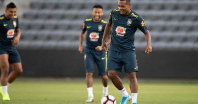 selecao setembro 2019 390x205 - Brasil joga contra a seleção peruana nesta terça